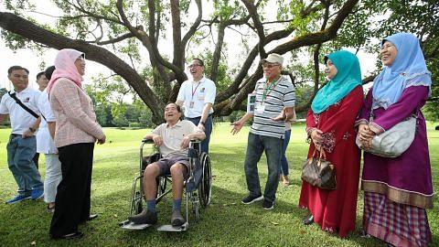 Lawatan warga emas ke taman Istana, temui Presiden
