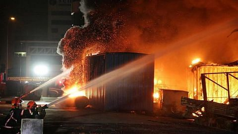 Gudang perabot di Sungei Kadut terbakar, tiada kecederaan dilapor