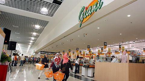 MENJELANG TAHUN BARU CINA Sudah tak ada masalah berbelanja... pasar raya terus dibuka