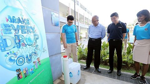 Maktab Rendah Nanyang adakan latihan catuan air