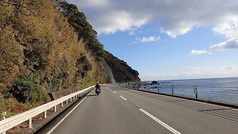 Makan angin di Jepun guna motosikal