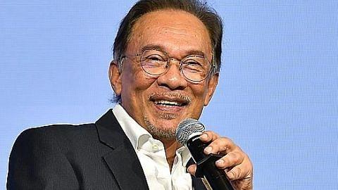 Anwar: Saya dan Azmin masih dalam satu pasukan