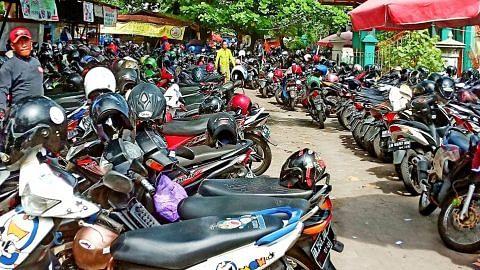 Borobodur, Kraton... dan tentu sekali motosikalnya