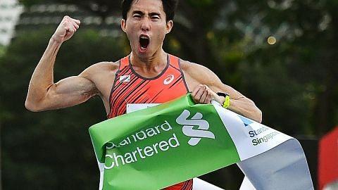 Juara maraton, Persatuan Atlit S'pura 'tikam lidah'