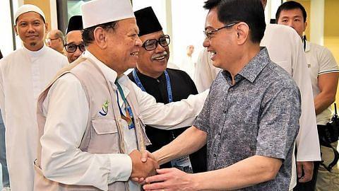 PM Lee ucap Selamat Hari Raya Haji, DPM Heng kongsi foto di Masjid Darul Ghufran