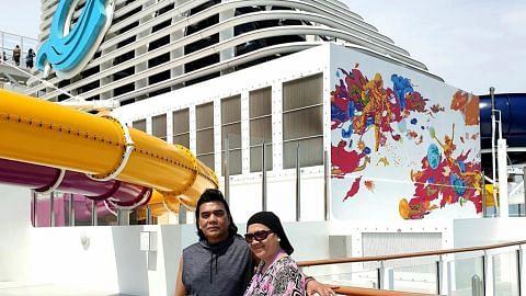KEMBARA Wisata warga senja rentas Selat Melaka Wisata warga senja rentas Selat Melaka