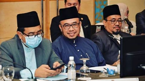 mosque closed in malaysia to curb covid-19 spread