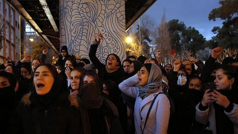 Bantahan rakyat lepas Teheran akui tembak jatuh pesawat Ukraine