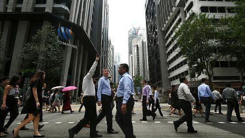SEKILAS MENGENAI WARGA SINGAPURA DALAM TENAGA KERJA Kian ramai warga Singapura jawat pekerjaan PMET