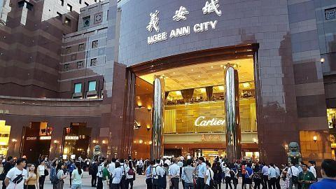 Satu lantai Ngee Ann City dikepung, dibersihkan lepas pekerja DBS dijangkiti