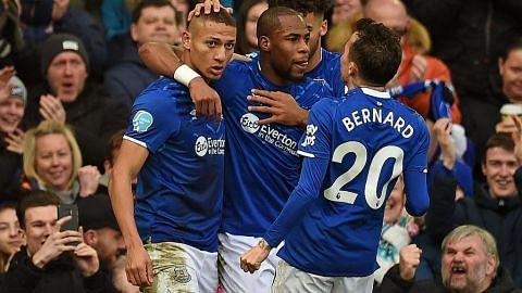 BINTANG TUMPUAN Everton, Man U saling ditiup semangat baru