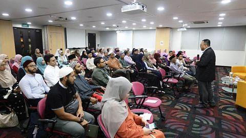 Latihan dalam pekerjaan bagi asatizah kursus Islam dalam Masyarakat Kontemporari