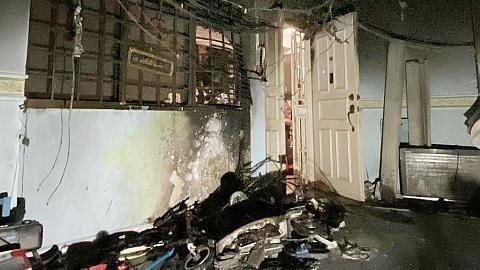 SCDF selamatkan tiga penghuni selepas kebakaran di flat di Sengkang gara-gara PMD