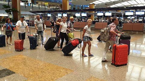 Semua penumpang sudah meninggalkan kapal Costa Fortuna