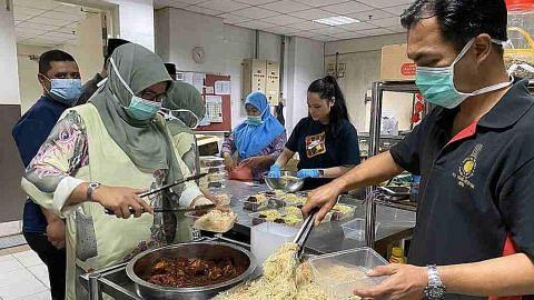 Permaisuri masak bagi staf hospital