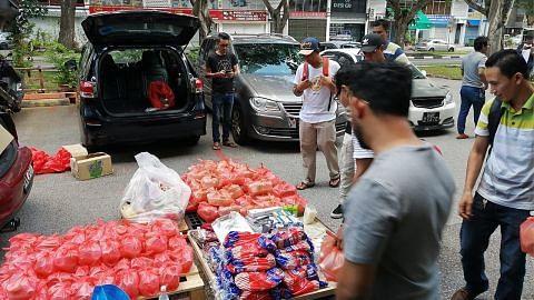 Peniaga agih 500 paket makanan buat pekerja asing terkesan dengan virus