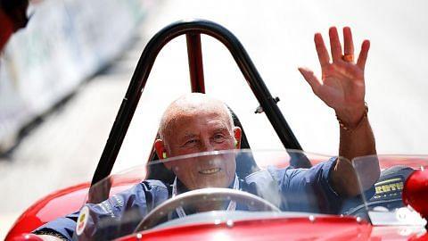 jadi lambang sukan lumba kereta selama 2 generasi Stirling Moss