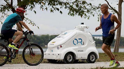 Robot PUB beri peringatan warga pastikan jarak selamat