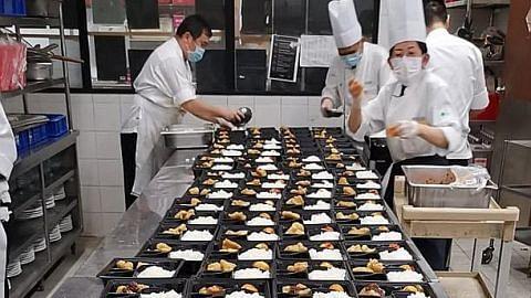Mendaki, hotel Furama agih makanan buka puasa kepada pekerja asing