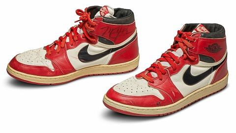 Kasut pertama legenda NBA Michael Jordan dilelong $800,000
