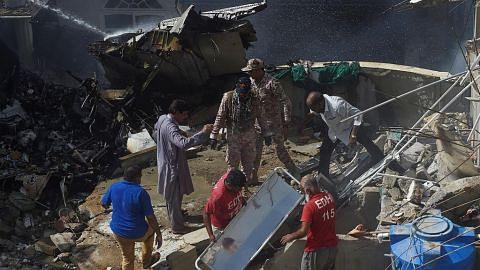 Pesawat Pakistan terhempas, 107 dikhuatiri maut