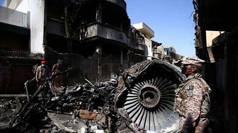 Pesawat Pakistan seret landasan tanpa pasang roda pendaratan
