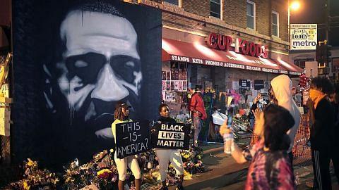 4 pegawai polis dikenakan tuduhan bunuh George Floyd