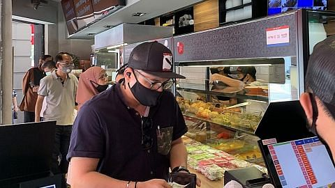 PERSIAPAN BAGI FASA KEDUA: MAKANAN DAN MINUMAN (F&B) Peniaga kedai makan mula rancak buat persiapan