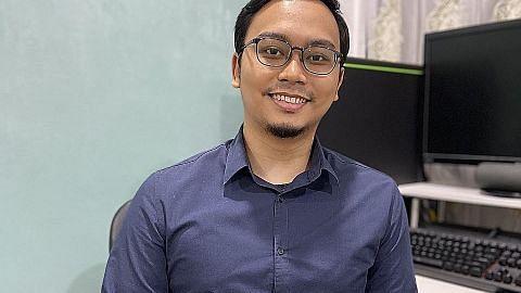 Siswa baru kejuruteraan komputer alih minat pada program keselamatan siber