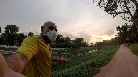 Lari 5.5km sehari selama 55 hari demi negara