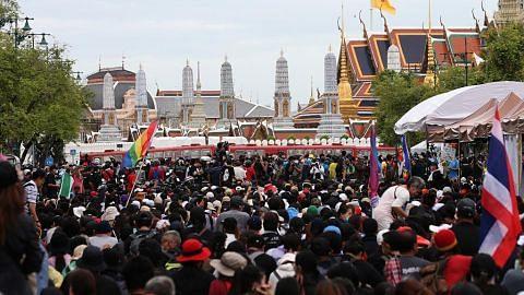 Penunjuk perasaan berarak di Bangkok untuk sampaikan surat kepada raja