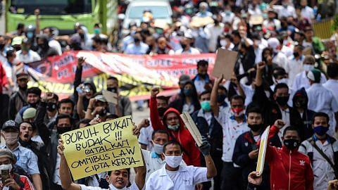 Jokowi diminta tarik balik undang-undang pelaburan baru