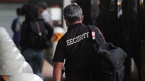 BEKALAN PEGAWAI TERJEJAS KESELAMATAN PEGAWAI DIJAGA PERANAN PEGAWAI BERTAMBAH Covid-19 pertingkat peranan pengawal keselamatan