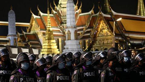 Penunjuk perasaan minta Raja Thai adakan dialog hurai krisis