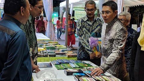 Kamus gigih memartabat sastera Melayu, penyair muda