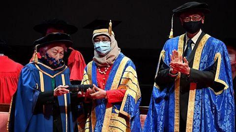 Pakar sakit puan perintis dianugerah ijazah Doktor Kehormat oleh NUS