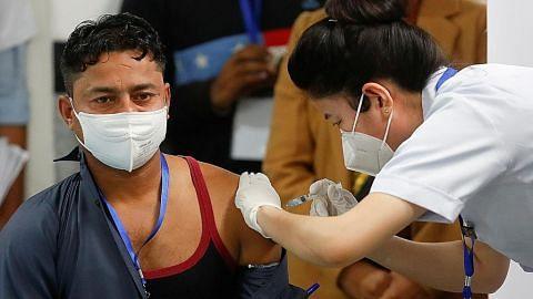 India mula program vaksinasi 300 juta penduduk