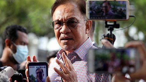 Parlimen M'sia digantung semasa darurat: Anwar saman Muhyiddin, kerajaan