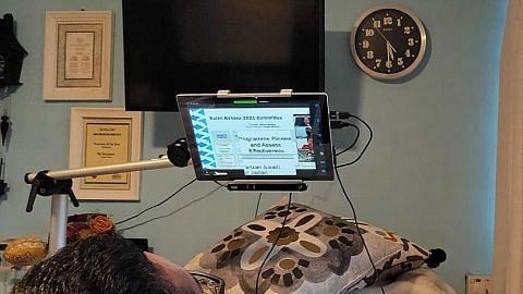 Teknologi pengesan gerak mata bantu Riz berhubung RENCANA