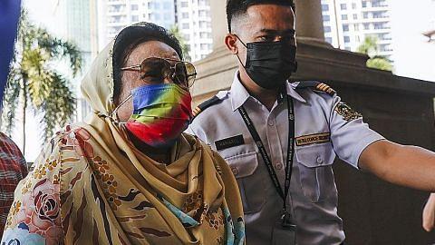 Kes rasuah: Rosmah diperintah bela diri