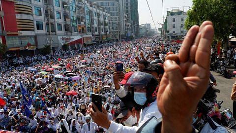 Niaga 'tergantung', bantahan di Myanmar belum ada tanda reda