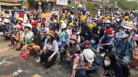 Enam petugas media didakwa di Myanmar