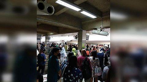 Laluan MRT Utara-Selatan tergendala akibat pintu skrin rosak