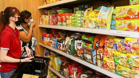 Barang dapur percuma bagi keluarga memerlukan di Boon Lay