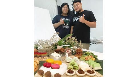 Suami isteri berhenti 'makan gaji' buka niaga kuih