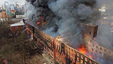 Tapak kilang bersejarah Russia dijilat api