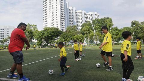 SUKAN SUMBANGAN BAGI MEREKA YANG TIDAK BERPELUANG BERSUKAN 'HotShotz' sedia latihan bola sepak percuma