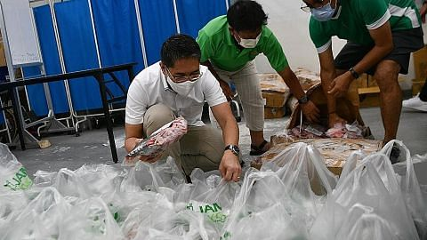 Raya lebih ceria bagi 2,000 keluarga susah dengan agihan bahan makanan