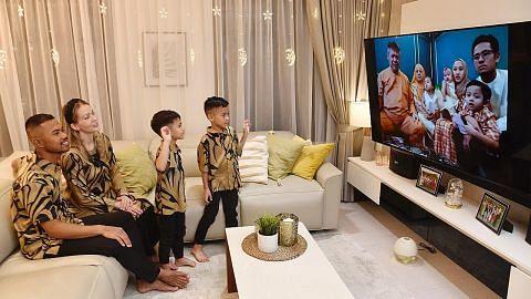 Kunjungi ibu bapa, 'zoom' Raya dengan adik-beradik...