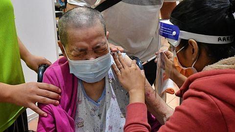Masagos: Galak warga emas jalani suntikan sedang program vaksinasi dipergiat